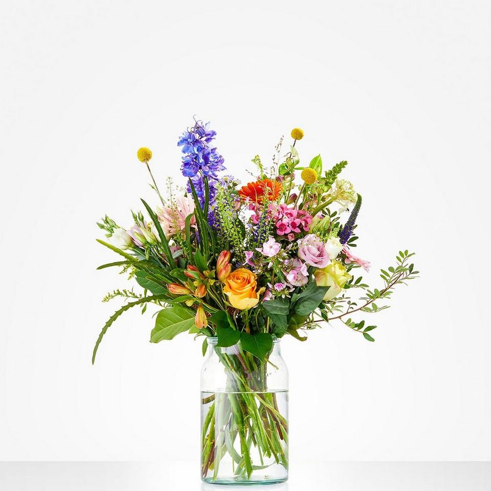 Image 1 of 1 of Bouquet: Floral opulence; excl. vase