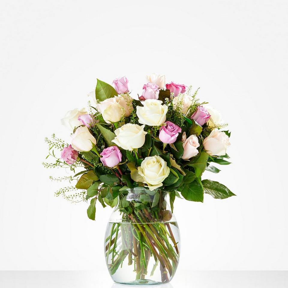 Image 1 of 1 of Bouquet: Soft roses; excl. vase