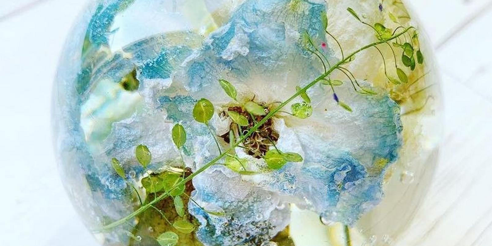 Flower-Resin-Paperweight