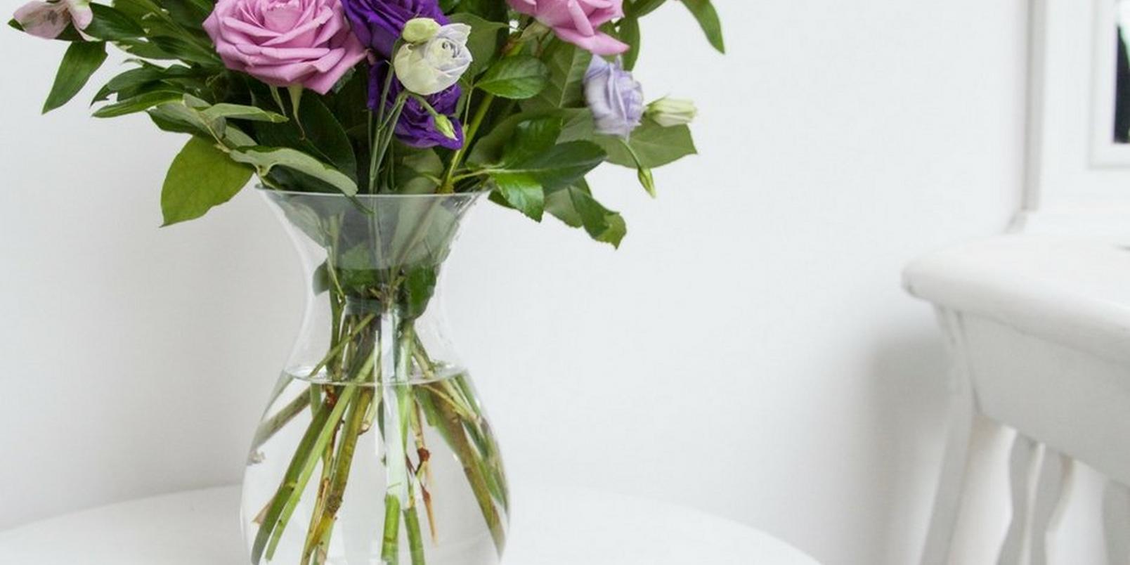 Purple-flowers-in-a-vase