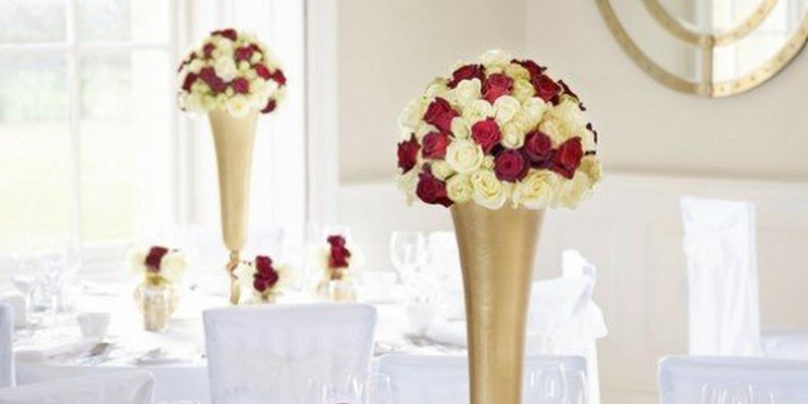 deep-roses-winter-wedding-flowers
