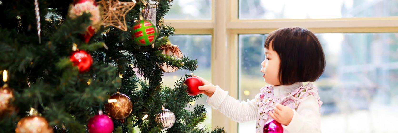 festive-family-decorating
