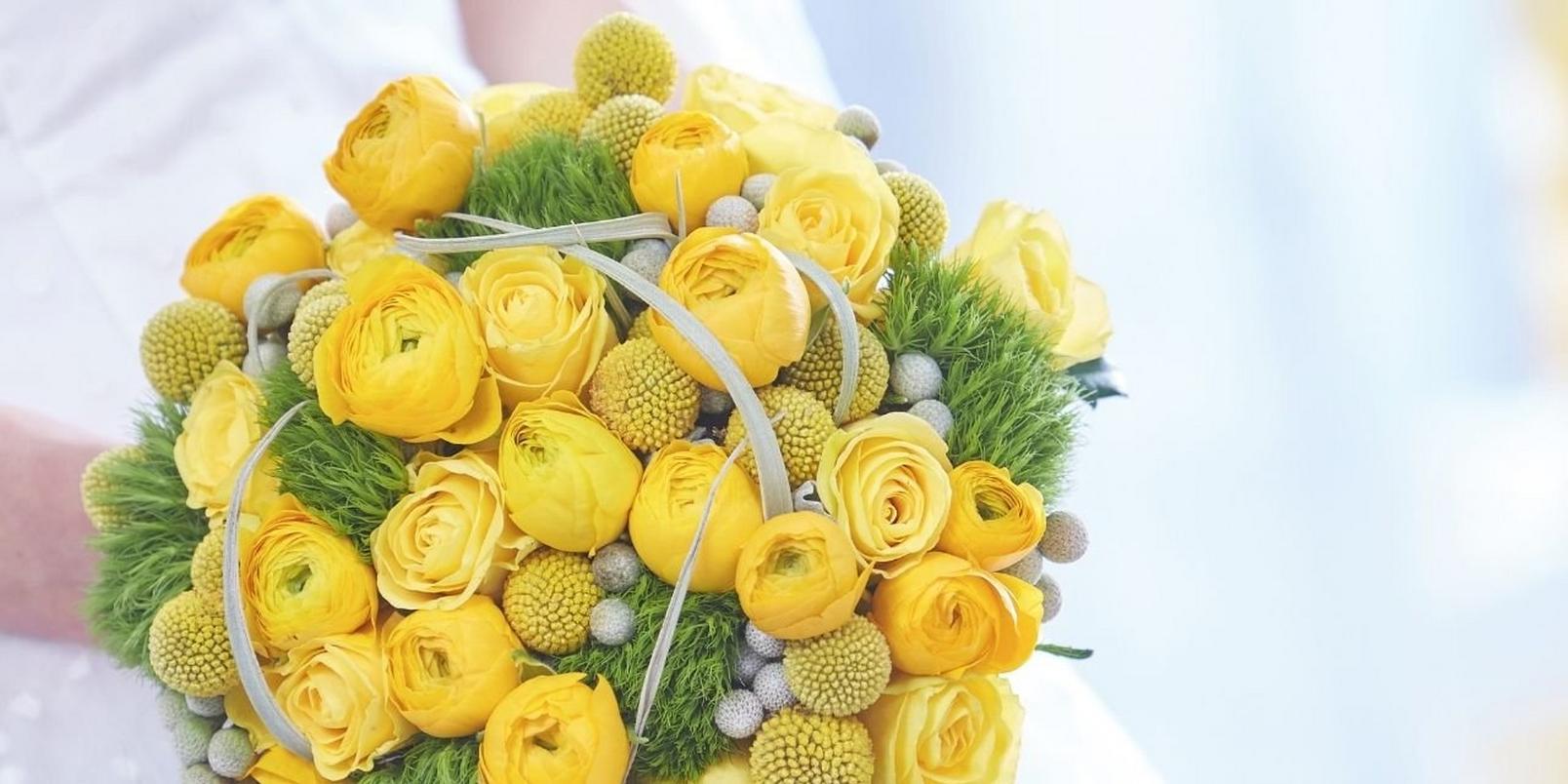 grey-and-yellow-wedding-flowers