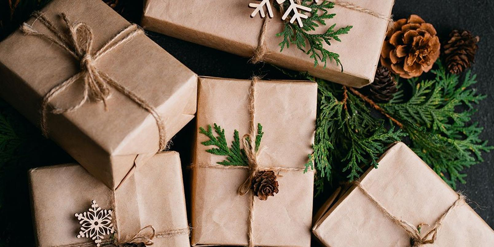 how-to-wrap-presents-like-a-pro-1