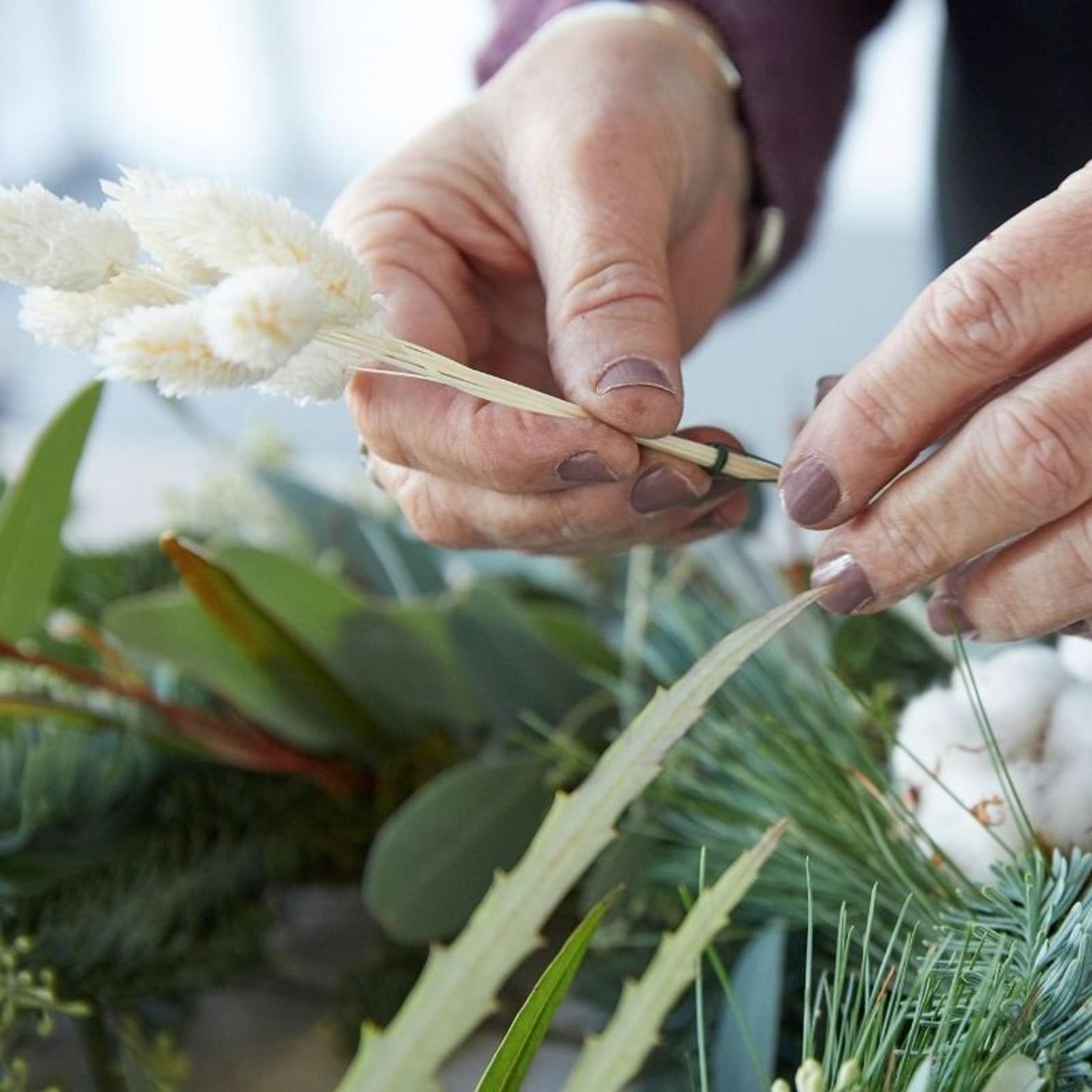 how_to_make_a_foilage_Christmas_wreath-13