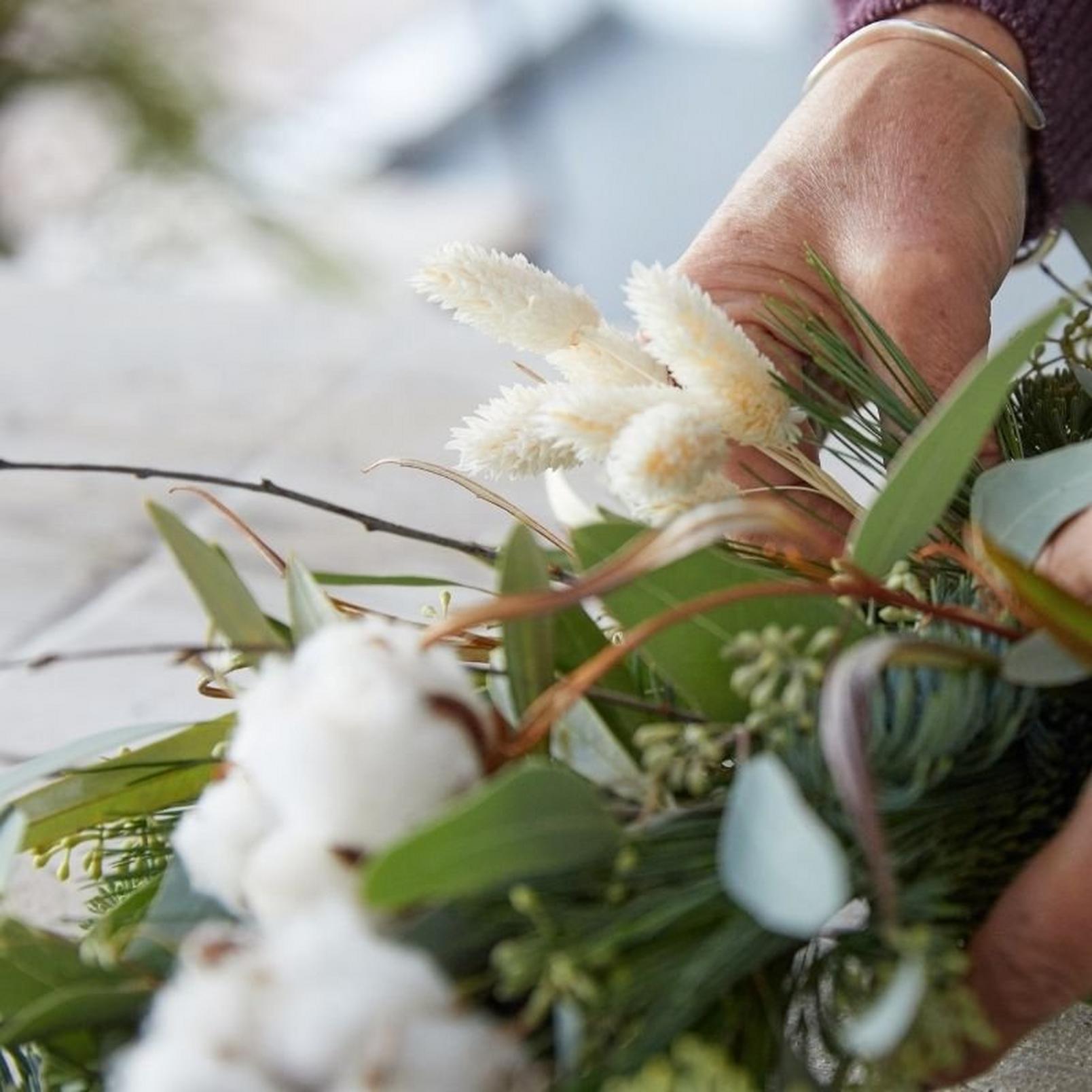 how_to_make_a_foilage_Christmas_wreath-14
