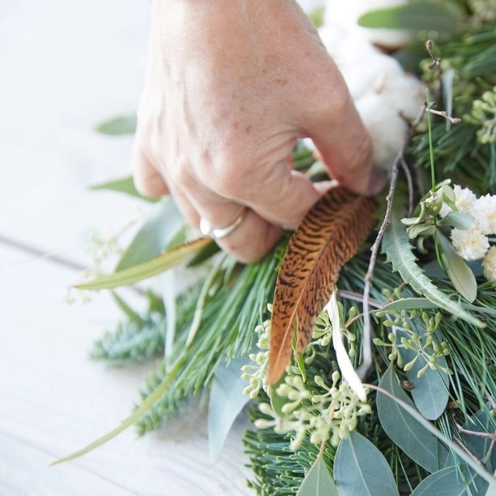 how_to_make_a_foilage_Christmas_wreath-15