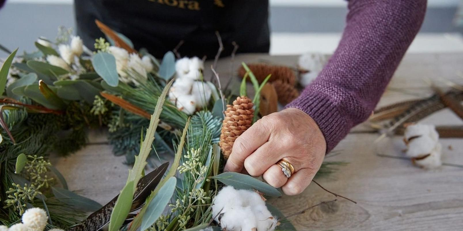 how_to_make_a_foilage_Christmas_wreath-17