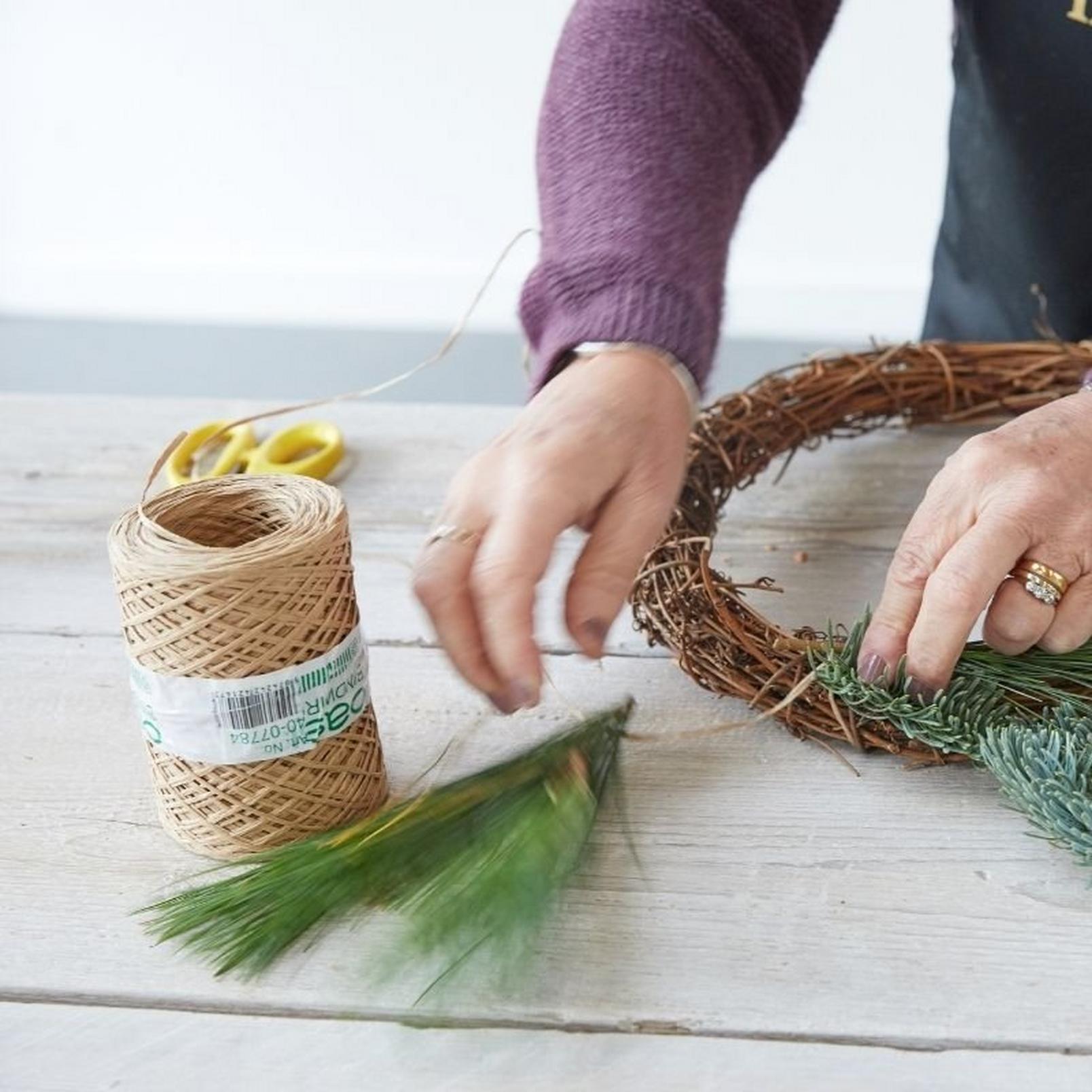 how_to_make_a_foilage_Christmas_wreath-2