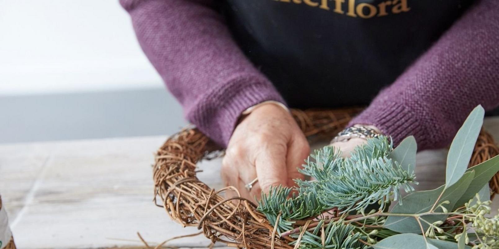 how_to_make_a_foilage_Christmas_wreath-3