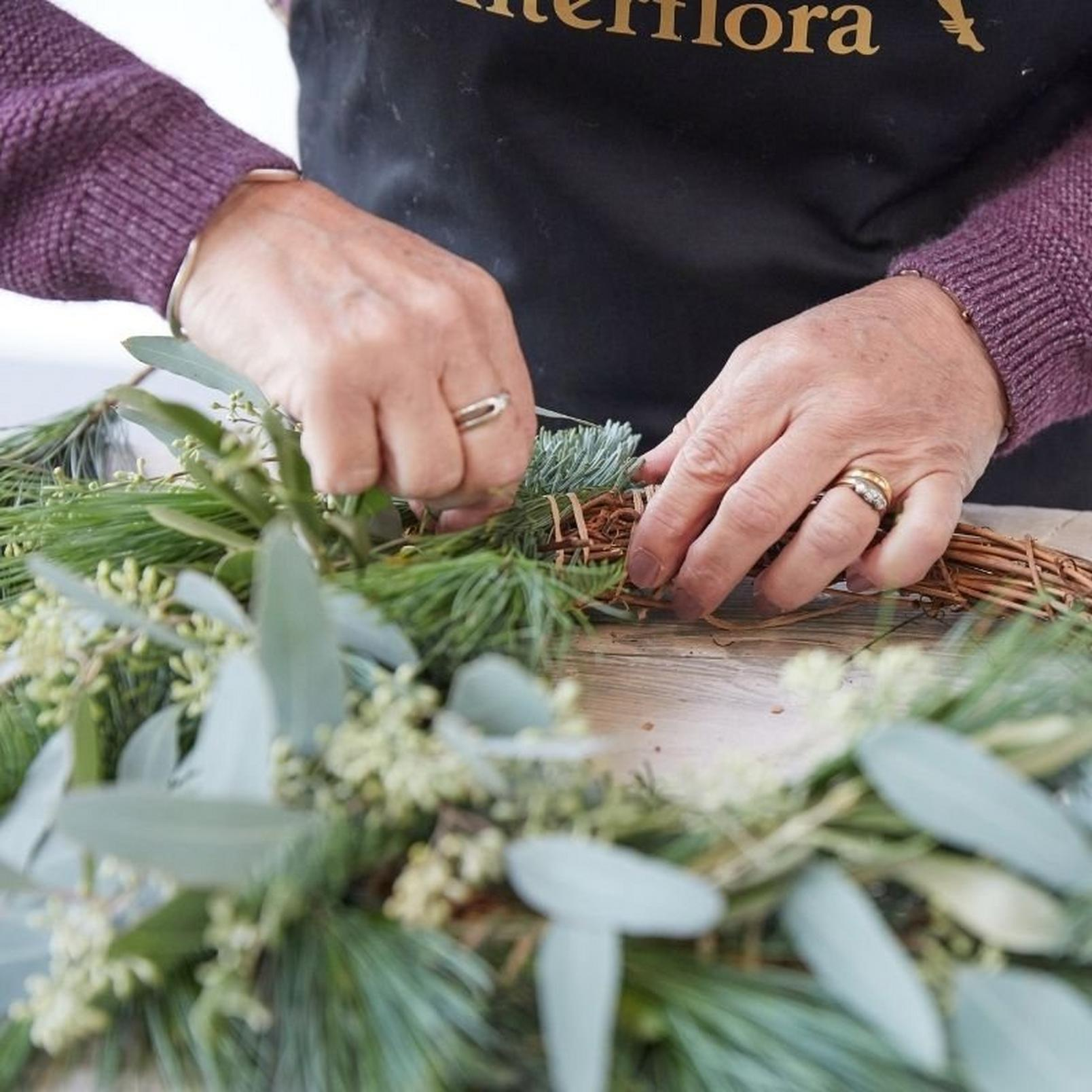 how_to_make_a_foilage_Christmas_wreath-5