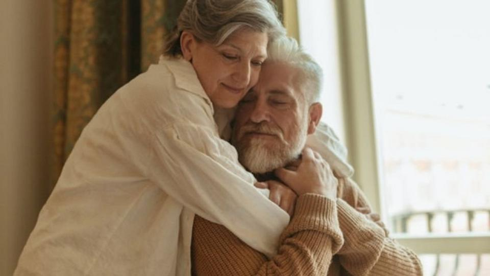old-couple-hugging