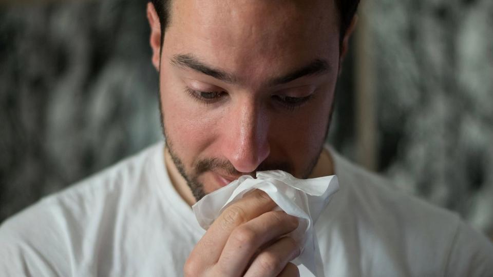 sneezing-man
