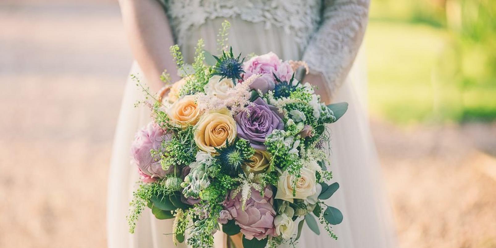 spring wedding flowers boho beauty