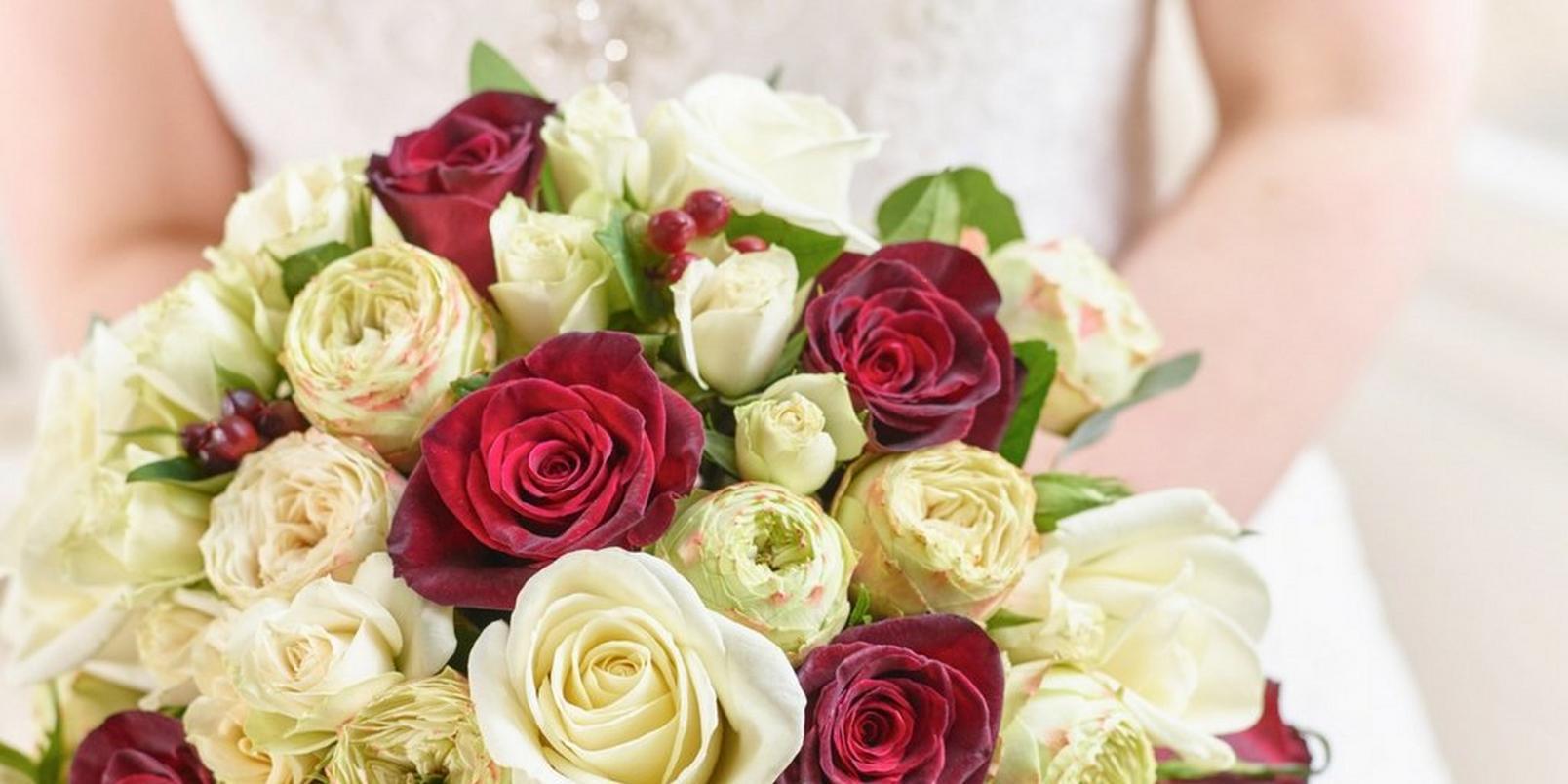 the-hidden-symbolism-in-your-wedding-bouquet-2