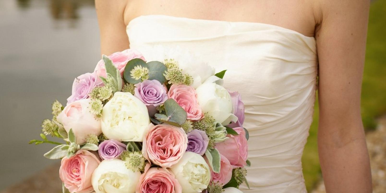 the-hidden-symbolism-in-your-wedding-bouquet-3