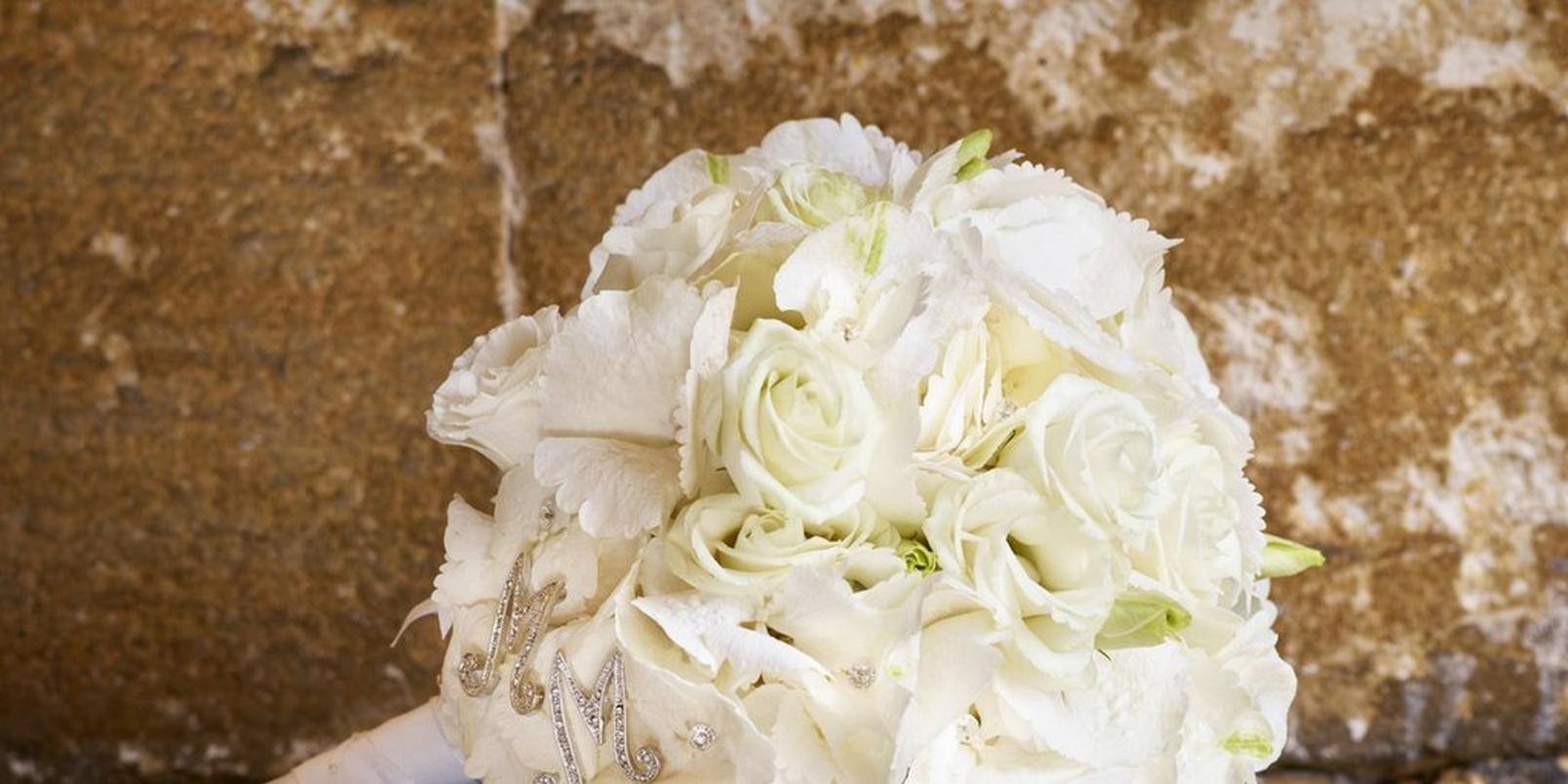 the-hidden-symbolism-in-your-wedding-bouquet-4
