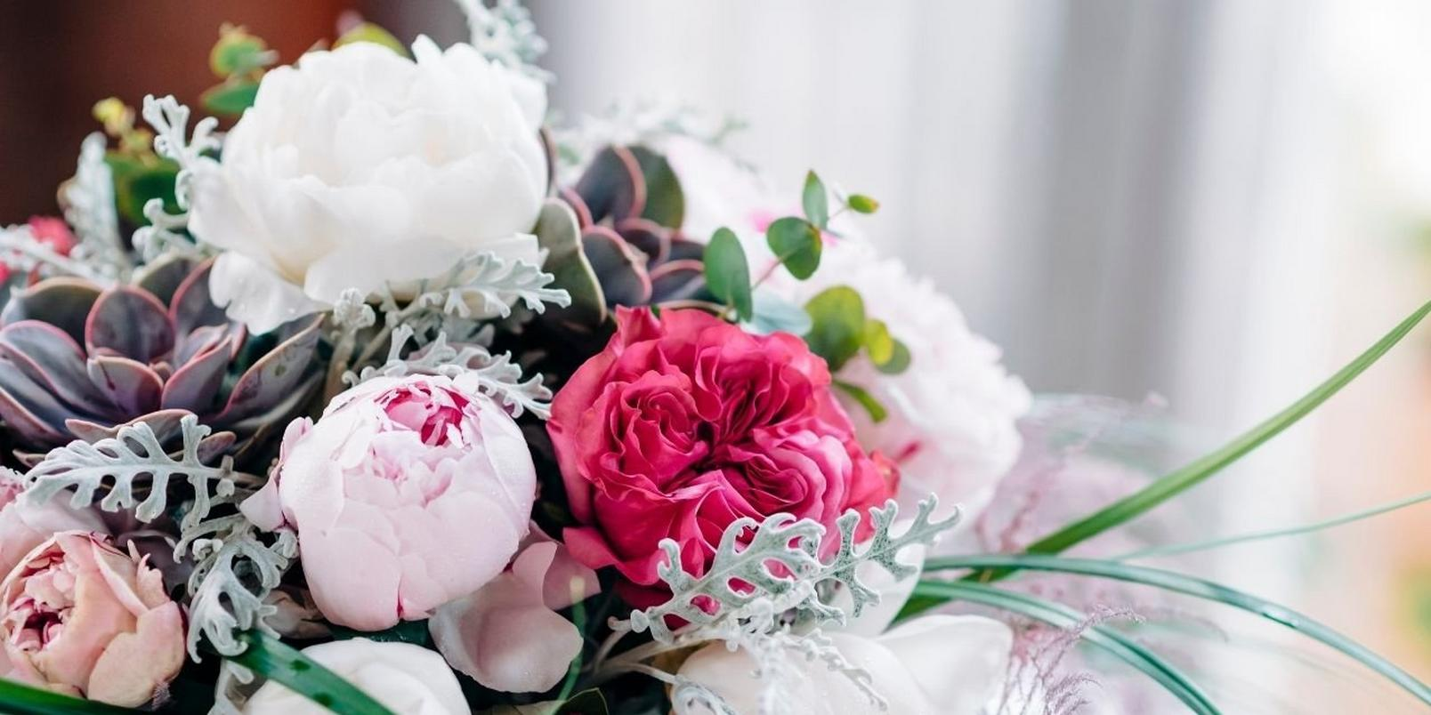white_and_pink_peonies