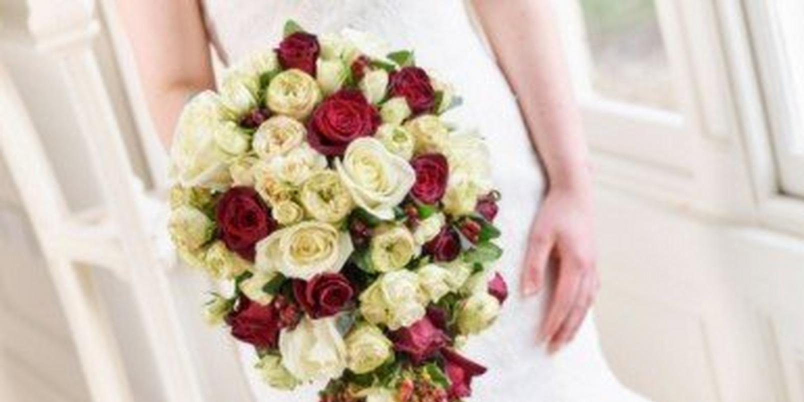 winter-wedding-flowers-bouquet